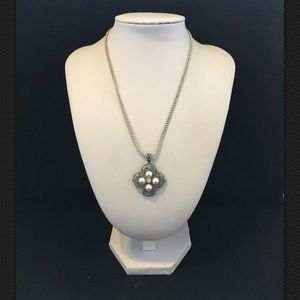 Premier Designs LONDON Pearls/Crystal Necklace